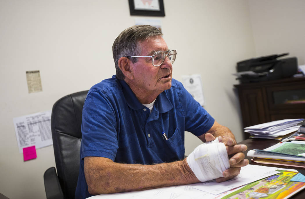 Wayne Cameron, director ejecutivo de la Cámara de Comercio de White Pine, habla sobre la ejecución planeada de Scott Dozier, programada para el miércoles en Ely State Prison, en Ely el martes 1 ...
