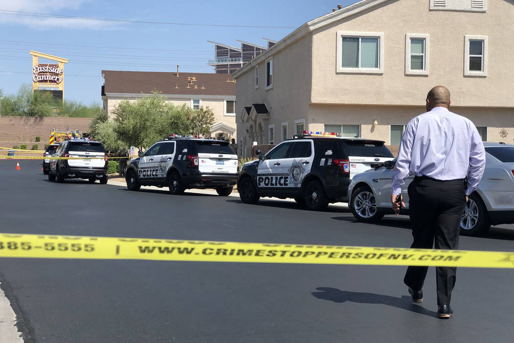 Lt. Ray Spencer and Las Vegas police investigate the death of a woman found unresponsive inside her home on the 4600 block of Dealers Choice Way on Saturday, July 14, 2018 in Las Vegas. (Rio Lacan ...