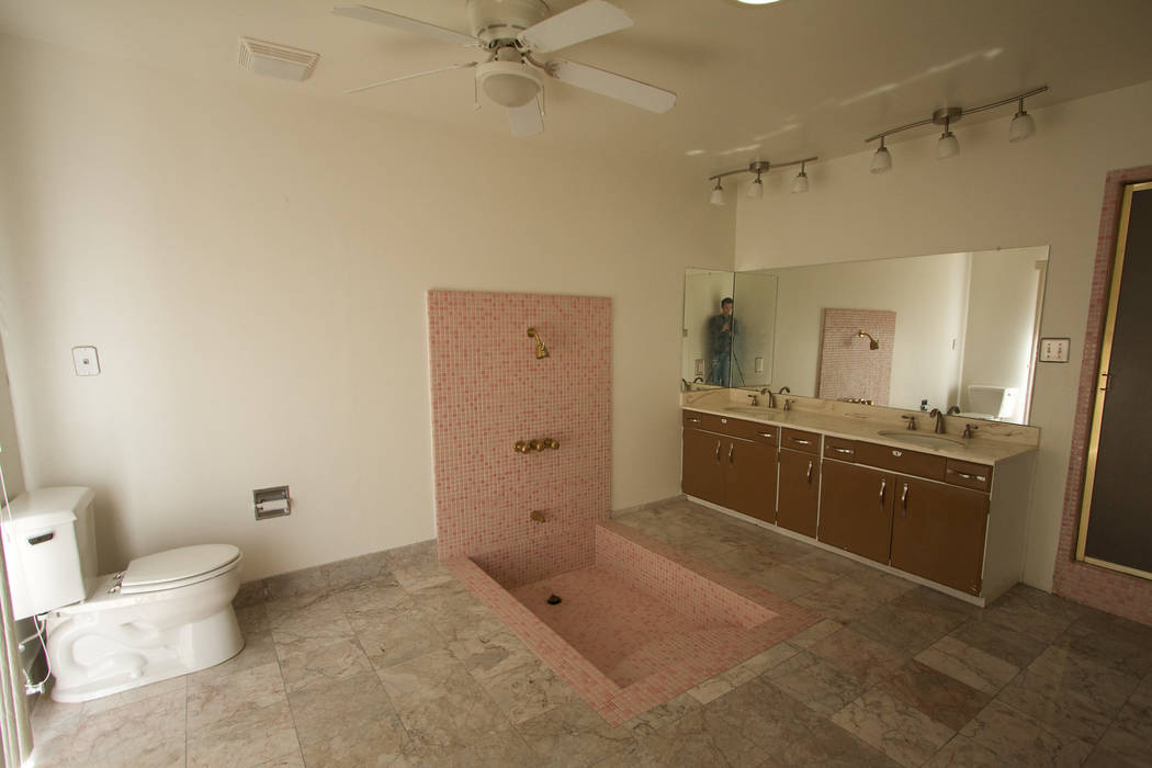 BEFORE: The master bath needed some work. (Sarah Gascoine Stellar Focus)