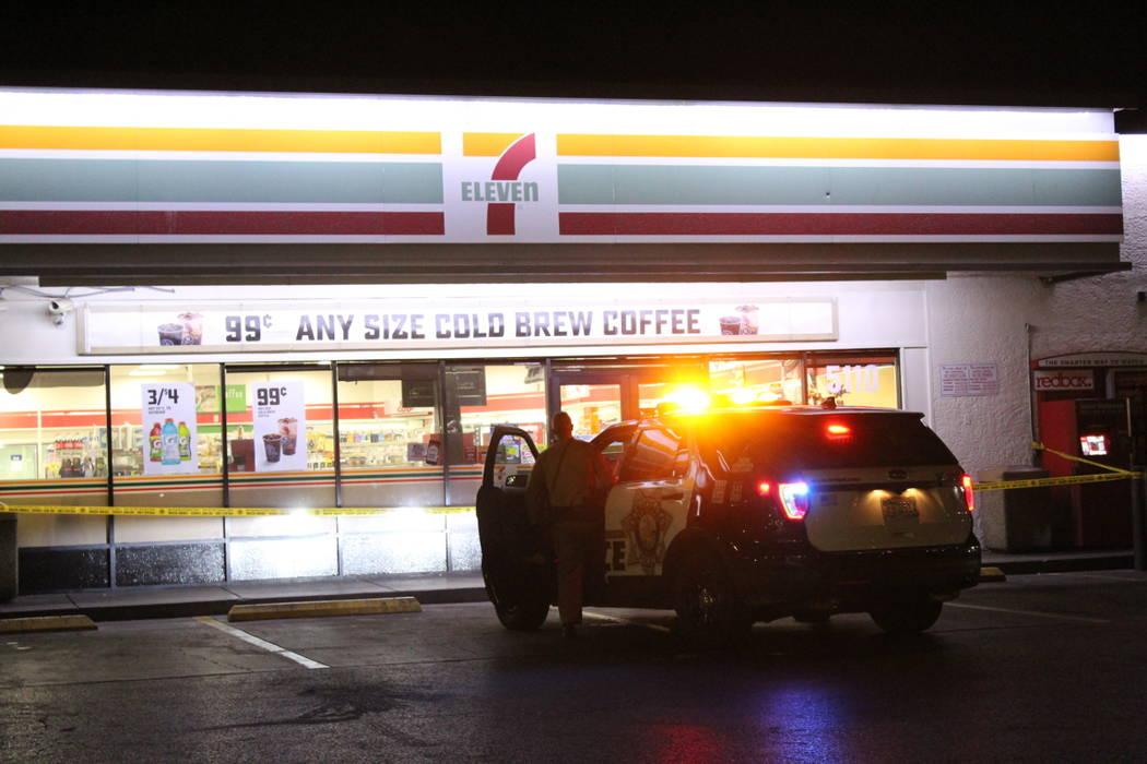 Police investigate a robbery on Thursday, July 19, 2018, at a 7-Eleven near Maryland Parkway and Tropicana Avenue. (Max Michor/Las Vegas Review-Journal)