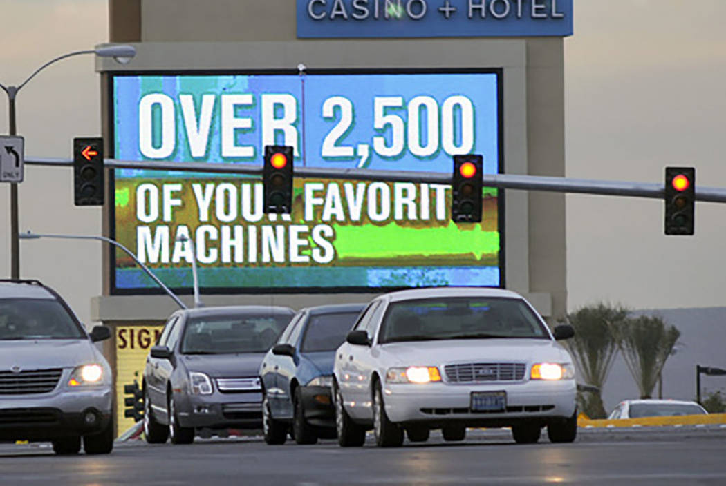 Cars line up at a traffic signal at Aliante Parkway and the 215 Beltway in 2008. (Las Vegas Review-Journal)