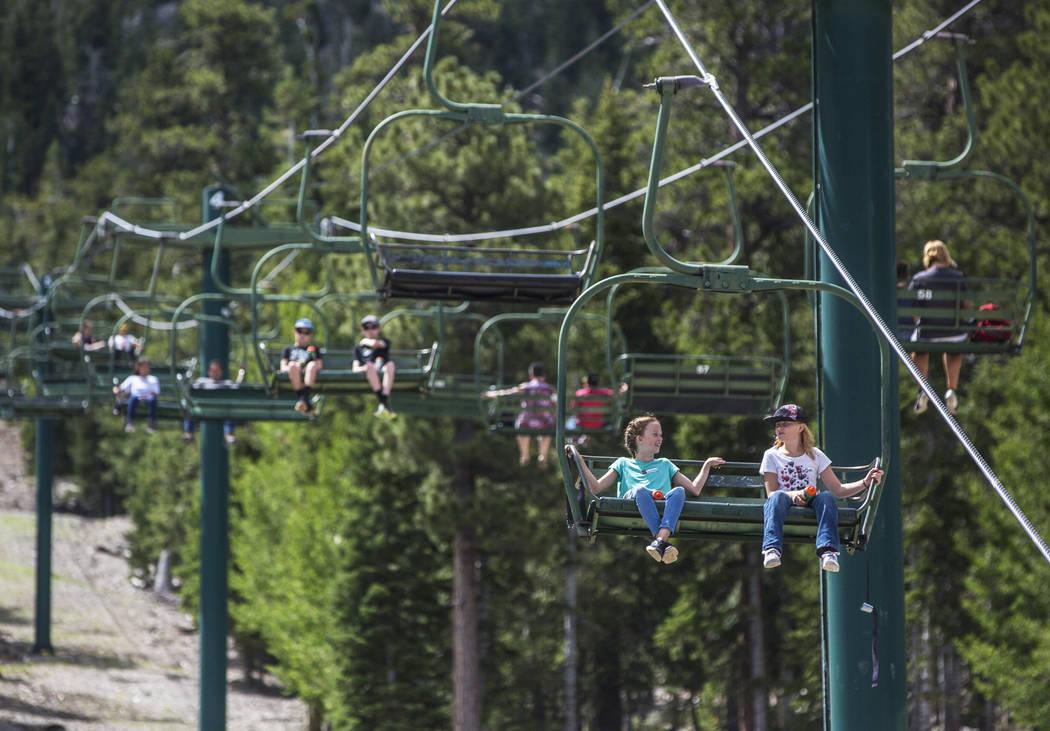 Kids enjoy the Sherwood ski lift during Youth Adventure Day at Lee Canyon on Friday, July 20, 2018, in Las Vegas. Benjamin Hager Las Vegas Review-Journal @benjaminhphoto
