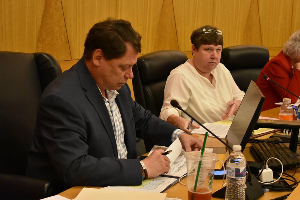 Superintendente Pat Skorkowsky durante la reunión pública. Jueves 22 de marzo de 2018 en Comisión del Condado Clark. Foto Anthony Avellaneda / El Tiempo.