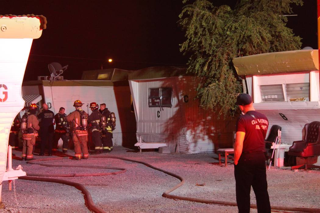 Crews from the North Las Vegas, Las Vegas and Clark County fire departments respond to a mobile home fire on July 29, 2018, at the Pecos Trailer Village mobile home park. (Max Michor/Las Vegas Rev ...