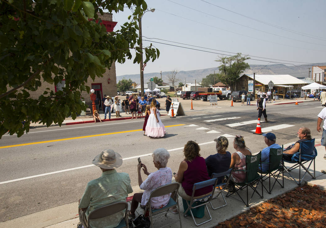 Attendees watch the parade during the Goldfield Days celebration in Goldfield on Saturday, Aug. 4, 2018. Chase Stevens Las Vegas Review-Journal @csstevensphoto