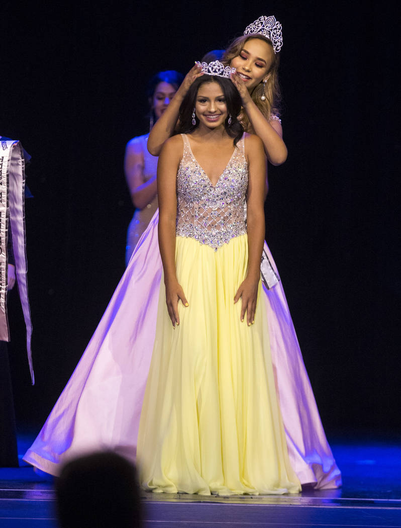 Miss Teen El Tiempo Noelani Mendoza is crowned by Catherine Mosquera during the Miss El Tiempo pageant at Sam's Town in Las Vegas on Saturday, Aug. 4, 2018. Richard Brian Las Vegas Review-Journal ...