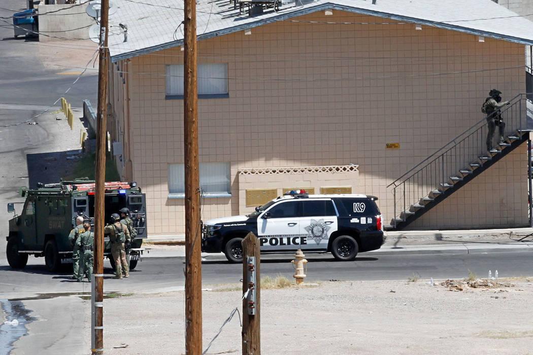 Las Vegas police and a SWAT team are seen around Baltimore Avenue in Las Vegas, Saturday, Aug. 4, 2018. Chitose Suzuki Las Vegas Review-Journal @chitosephoto
