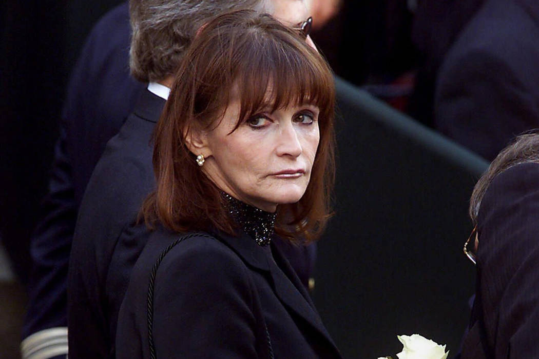Actress Margot Kidder, who dated former Prime Minister Pierre Trudeau, arrives for his funeral at Notre-Dame Basilica in Montreal on Oct. 3, 2000. (Adrian Wyld/The Canadian Press via AP, File)