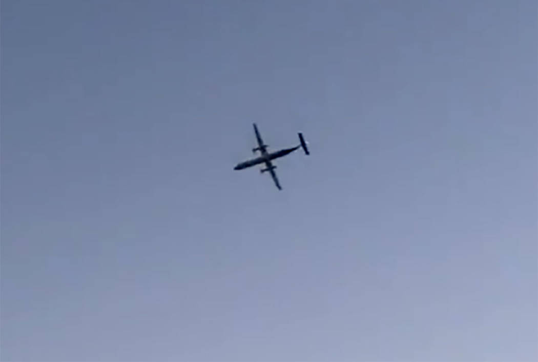 A Horizon Air plane flies near Seattle on Friday, August 11, 2018. (screengrab from @drbmbdgty on Twitter)