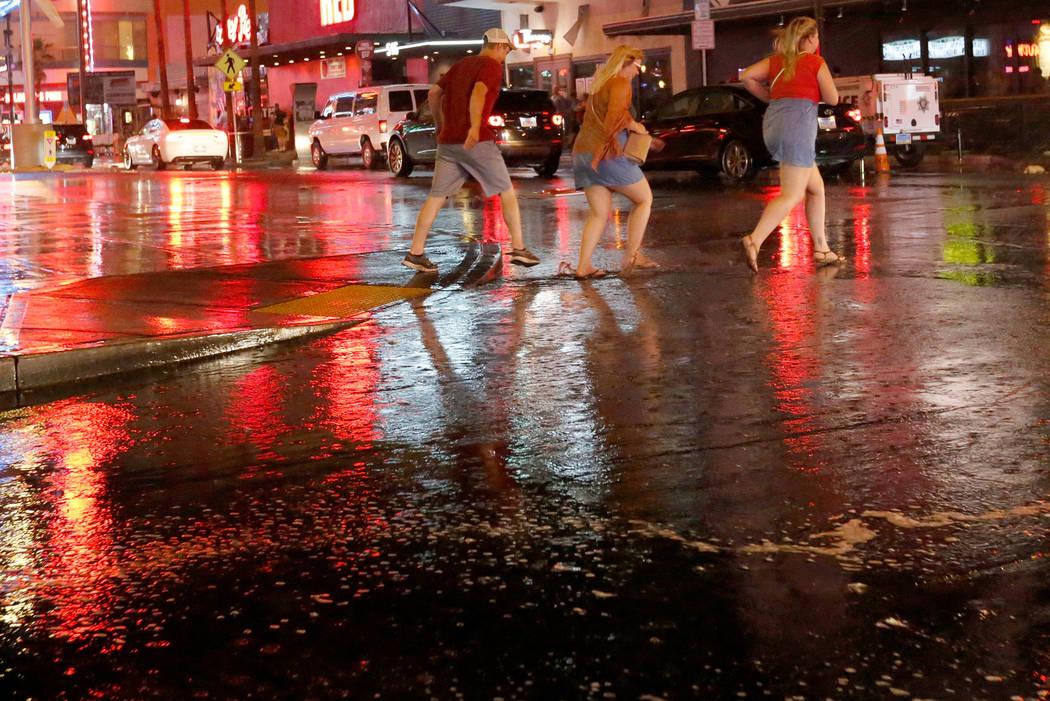 People run in the rain in downtown Las Vegas, Saturday, Aug. 11, 2018. Chitose Suzuki Las Vegas Review-Journal @chitosephoto