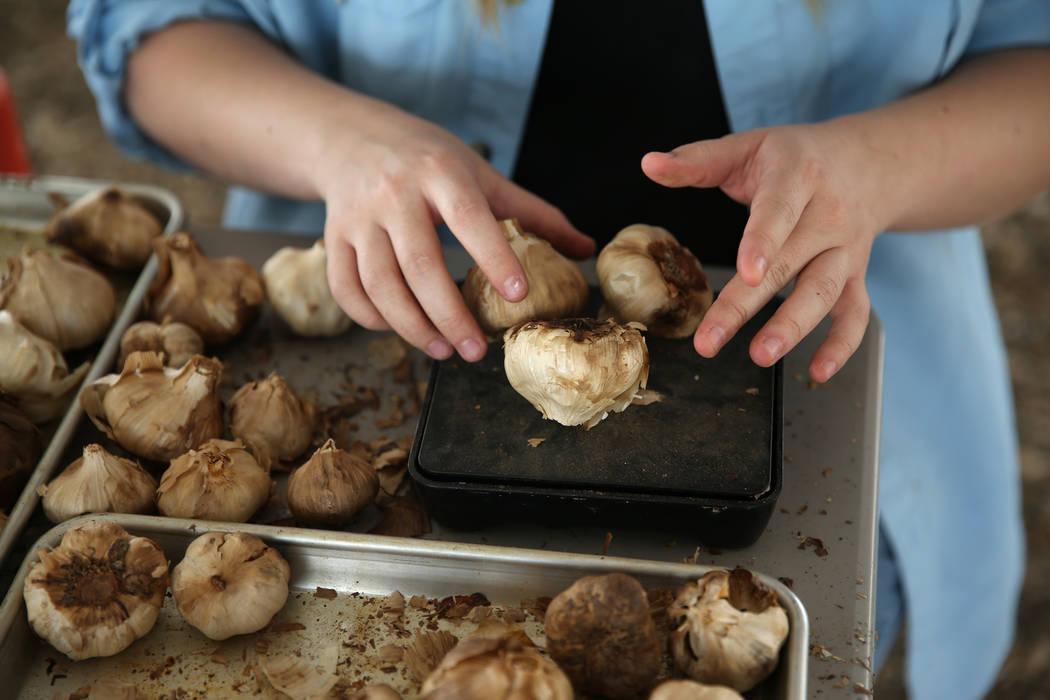 Lindsey McGuire prepares black garlic for sale at Gilcrease Orchard in Las Vegas, Saturday, Aug. 11, 2018. Erik Verduzco Las Vegas Review-Journal @Erik_Verduzco
