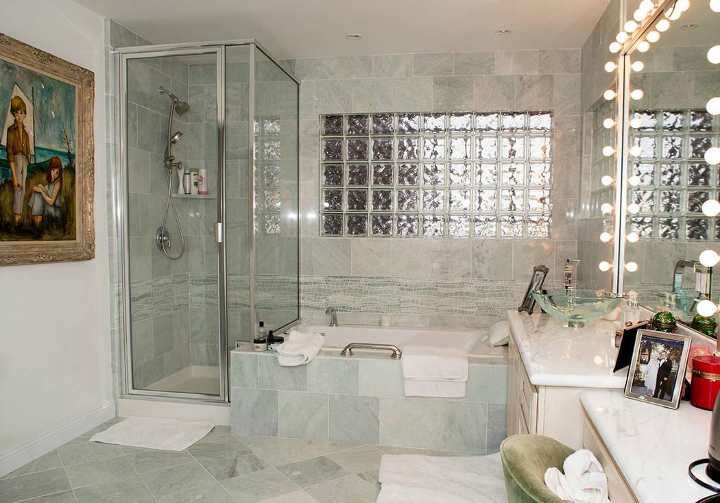 Debbie Reynolds' master bath in her son's southwest Las Vegas home. (Tonya Harvey Real Estate Millions)