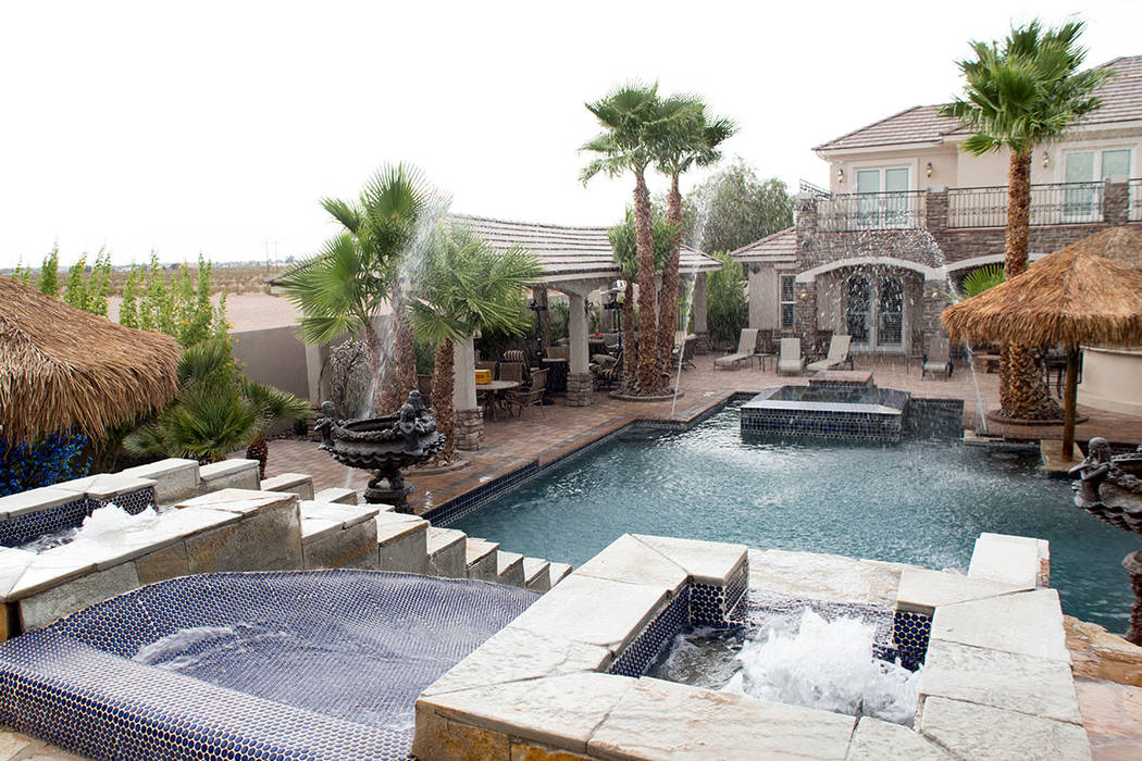 """Carrie Fisher called her brother's pool """"the Caesars Palace swimming pool."""" (Tonya Harvey Real Estate Millions)"""