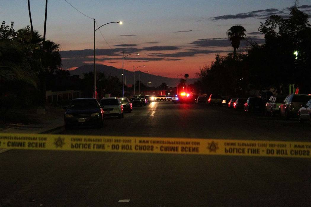 Las Vegas police descend on a central valley neighborhood after a person was killed Friday, Aug. 17, 2018. (Max Michor/Las Vegas Review-Journal)