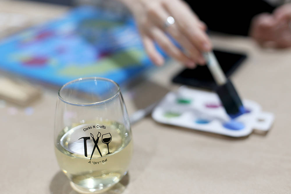 Taylor Corso paints her sign at a Wine Sign Wednesdays class at Corks 'n Crafts in Las Vegas, Wednesday, Aug. 15, 2018. Corks 'n Crafts holds classes for home decor, painted wood signs, string ar ...