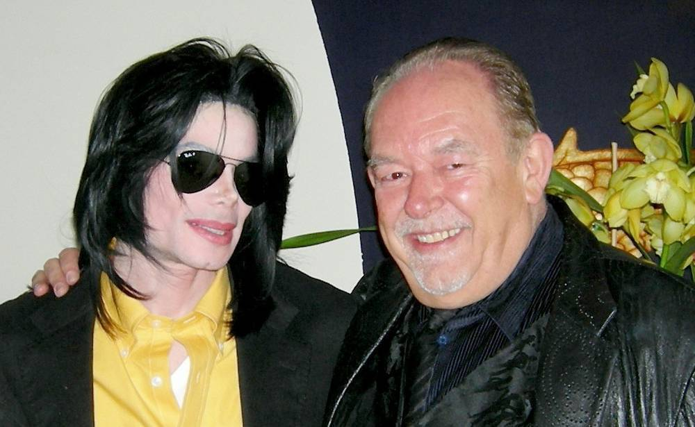 Robin Leach with Michael Jackson at the Wing Lei Chinese restaurant in the Wynn. (Courtesy)