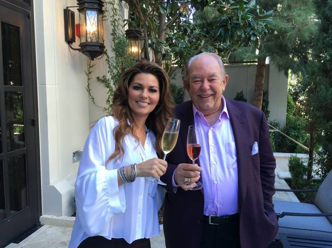 Shania Twain and Robin Leach at Caesars Palace in Las Vegas. (Frederic Thiebaud)