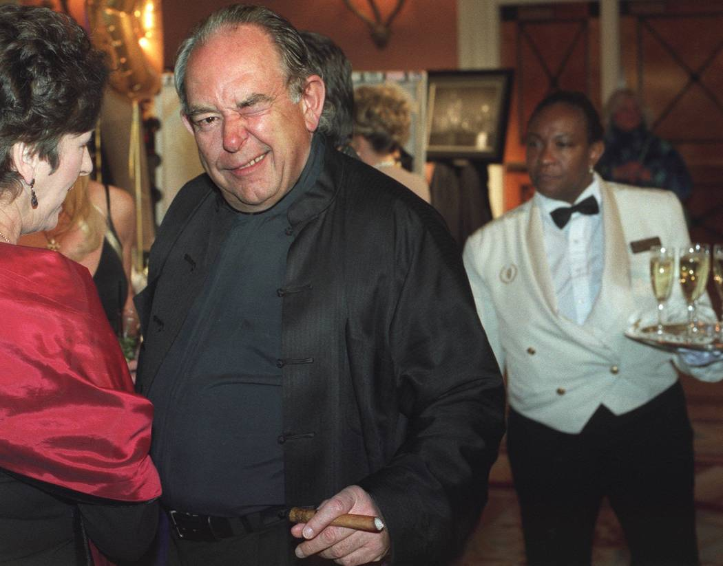 Robin Leach at red carpet pre-Oscar viewing of auction items in 2002. (Ralph Fountain/Las Vegas Review-Journal)
