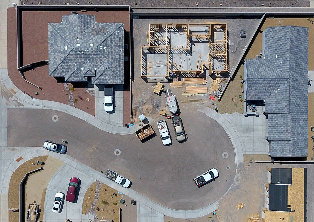 Aerial view of a cul-de-sac off Southern Avenue in Kingman, Ariz. where new homes are under construction on Friday, August 17, 2018. Michael Quine Las Vegas Review-Journal @Vegas88s