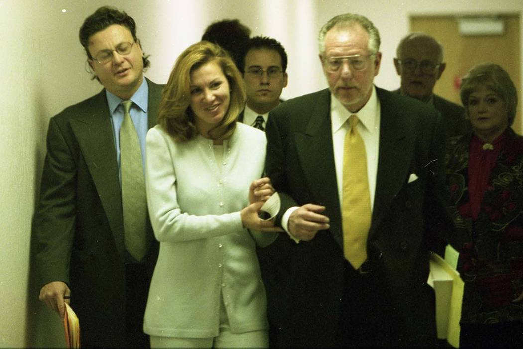 Sandry Murphy walks with her attorney, Oscar Goodman, in the hallway at the Clark County Courthouse on Feb. 4, 1999. (Las Vegas Review-Journal file)