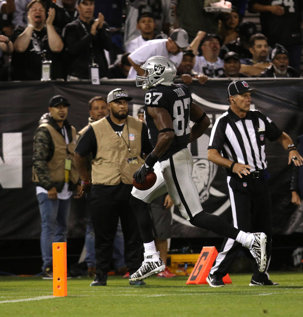 Oakland Raiders tight end Jared Cook (87) scores a touchdown during the first half of their NFL game against the Los Angeles Rams in Oakland, Calif., Monday, Sept. 10, 2018. Heidi Fang Las Vegas R ...