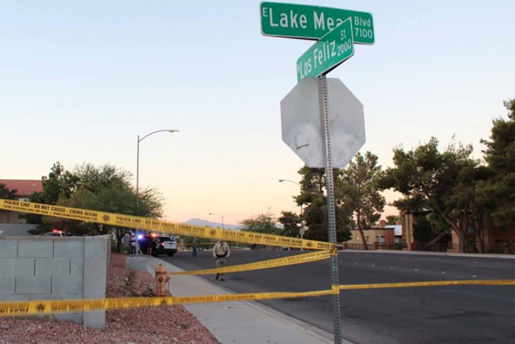 Las Vegas police on Wednesday morning blocked off a convenience store in east Las Vegas. (Max Michor/Las Vegas Review-Journal)