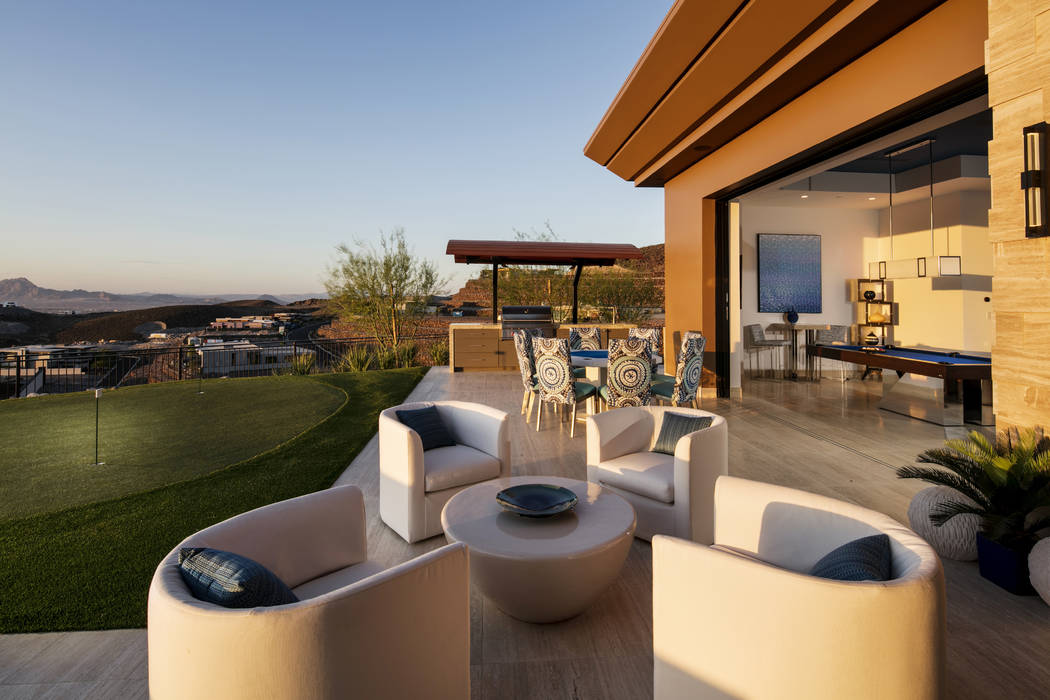 There is a putting green by the outdoor patio. (Shay Velich)