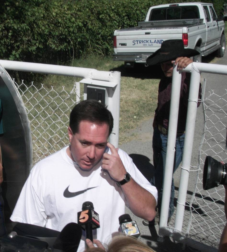 Then-Chief Deputy District Attorney David Roger addresses the media in September 2000 after no treasure was found on Ted Binion's ranch in Pahrump. (File Photo)
