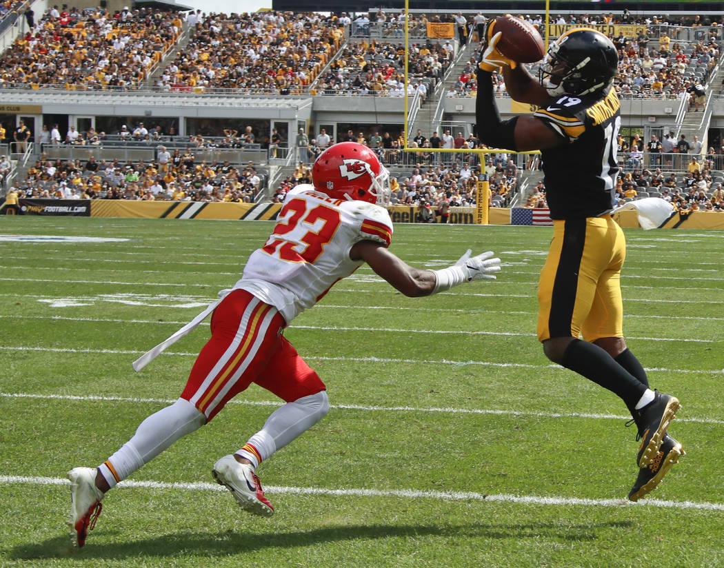 Pittsburgh Steelers wide receiver JuJu Smith-Schuster, right, makes a catch for a touchdown in front of Kansas City Chiefs cornerback Kendall Fuller (23) in the first half of an NFL football game, ...
