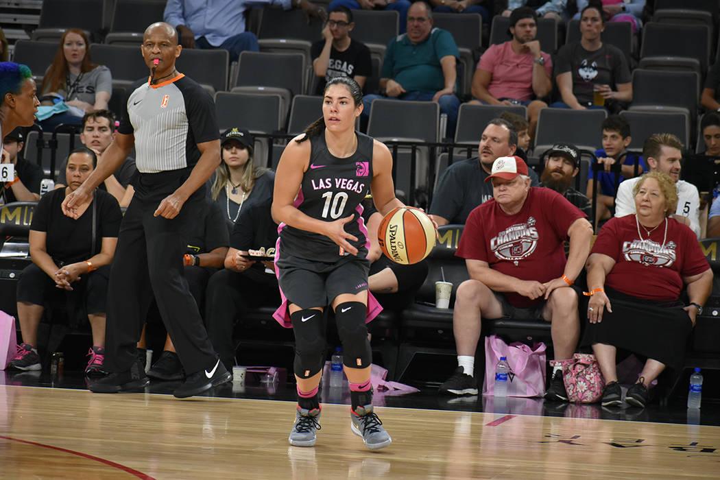 Kelsey Plum (10) nuevamente marcó un tiro triple en la temporada 2018 de la WNBA. Jueves 9 de agosto de 2018 en el centro de eventos del Mandalay Bay. Foto Anthony Avellaneda / El Tiempo.