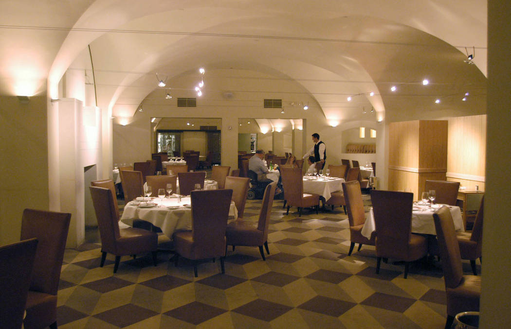 The main dining room at Delmonico's Steakhouse in The Venetian. (Steve Andrascik/Las Vegas Review-Journal)