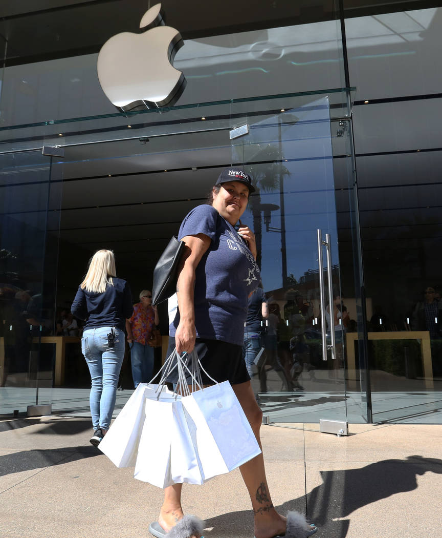 Courtney Woodall leaves the Apple Store in Summerlin after buying four new iPhone XS on Friday, Sept. 21, 2018. (Bizuayehu Tesfaye/Las Vegas Review-Journal) @bizutesfaye