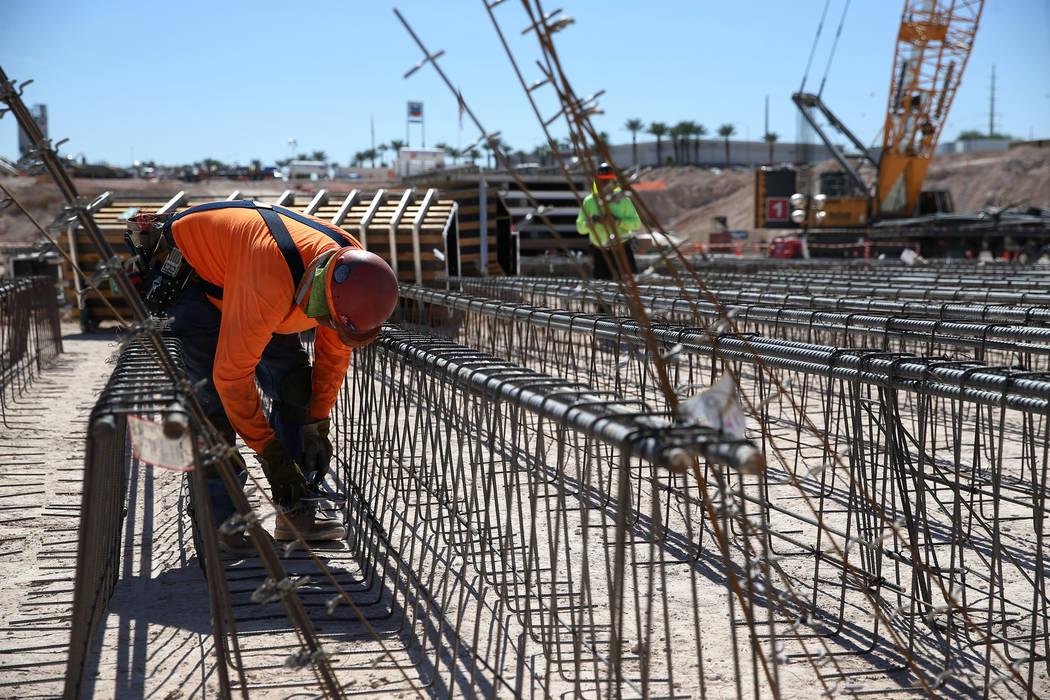 Construction workers at the future Raiders stadium construction site in Las Vegas, Thursday, Sept. 27, 2018. Erik Verduzco Las Vegas Review-Journal @Erik_Verduzco