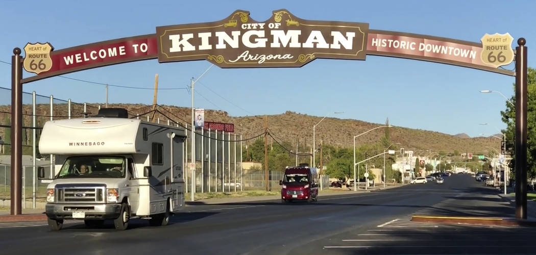Motorist drive under the Welcome to Kingman arch on Beale Street in Kingman, Ariz. Tuesday, Sept. 11, 2018. K.M. Cannon Las Vegas Review-Journal @KMCannonPhoto