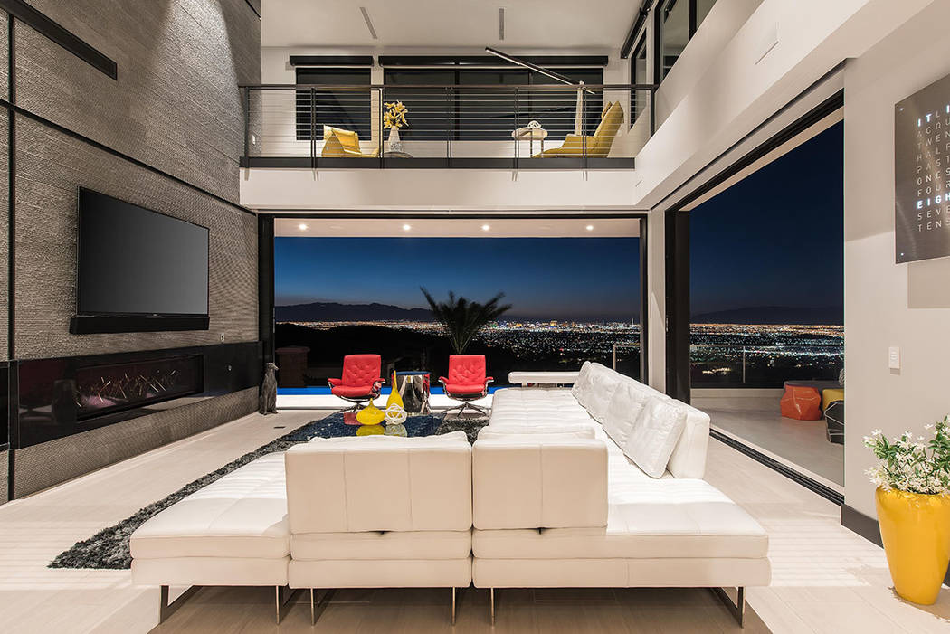 The great room has disappearing walls that provide views of the Las Vegas Valley. (Simply Vegas)