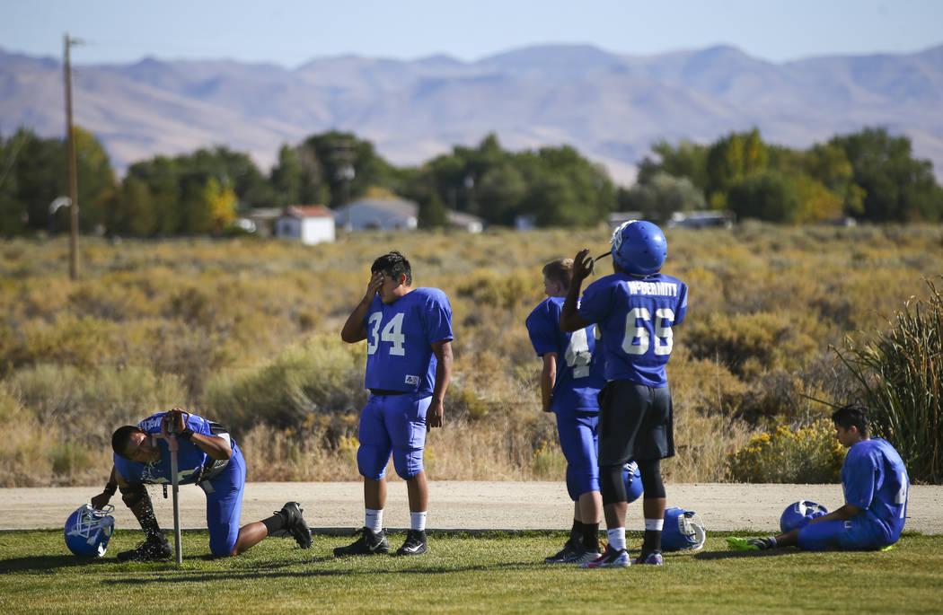 Football players hydrate during practice at McDermitt High School in McDermitt on Tuesday, Sept. 25, 2018. Chase Stevens Las Vegas Review-Journal @csstevensphoto