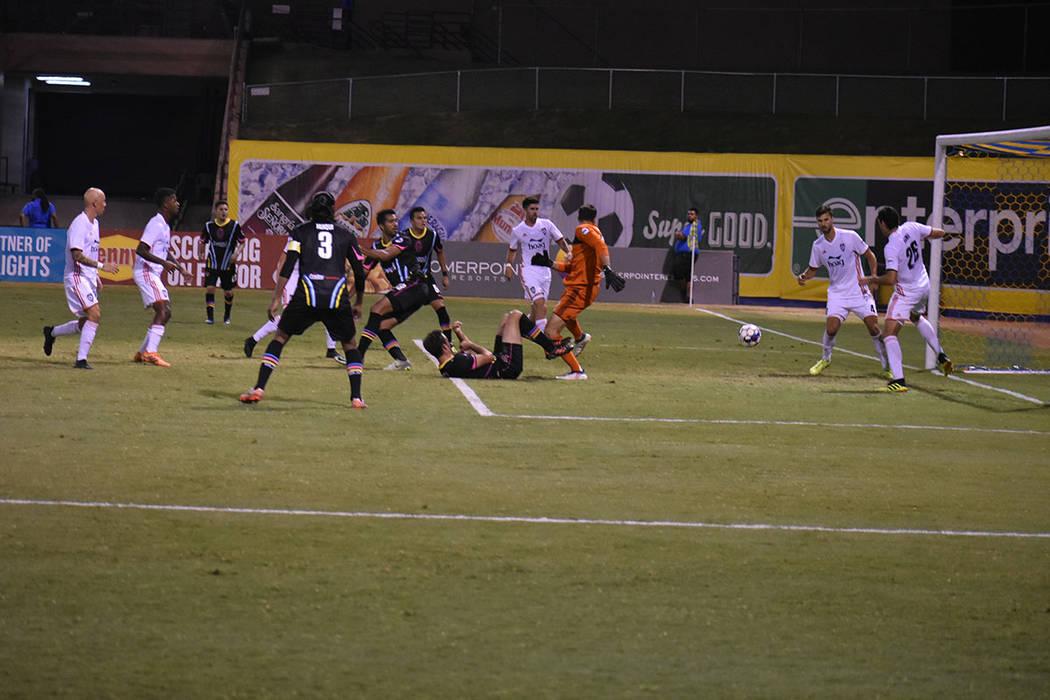 Momento en que Miguel Garduño (33) anota el segundo gol de Las Vegas Lights FC. Miércoles 26 de septiembre de 2018 en Cashman Field. Foto Anthony Avellaneda / El Tiempo.