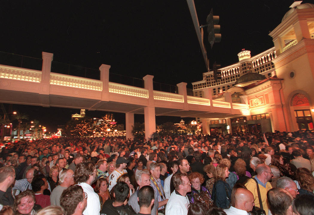 Thousands of people line up waiting to go into the Bellagio which opened late Thursday night, Oct. 15, 1998. (RJ File Photo)
