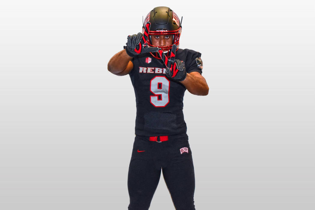 Seth Robinson, a three-star linebacker at Saguaro High School in Scottsdale, Arizona, committed to UNLV. (@SethRobinson00/Twitter)