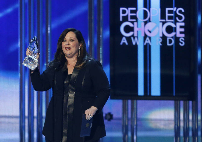Melissa McCarthy accepts the award for favorite comedic movie actress during the 2015 People's Choice Awards in Los Angeles, California January 7, 2015. REUTERS/Mario Anzuoni