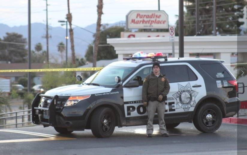 Las Vegas police evacuated the Paradise Marketplace shopping center at Flamingo Road and Sandhill Road because of a suspicious package on Tuesday morning, Oct. 16, 2018. (Max Michor/Las Vegas Revi ...