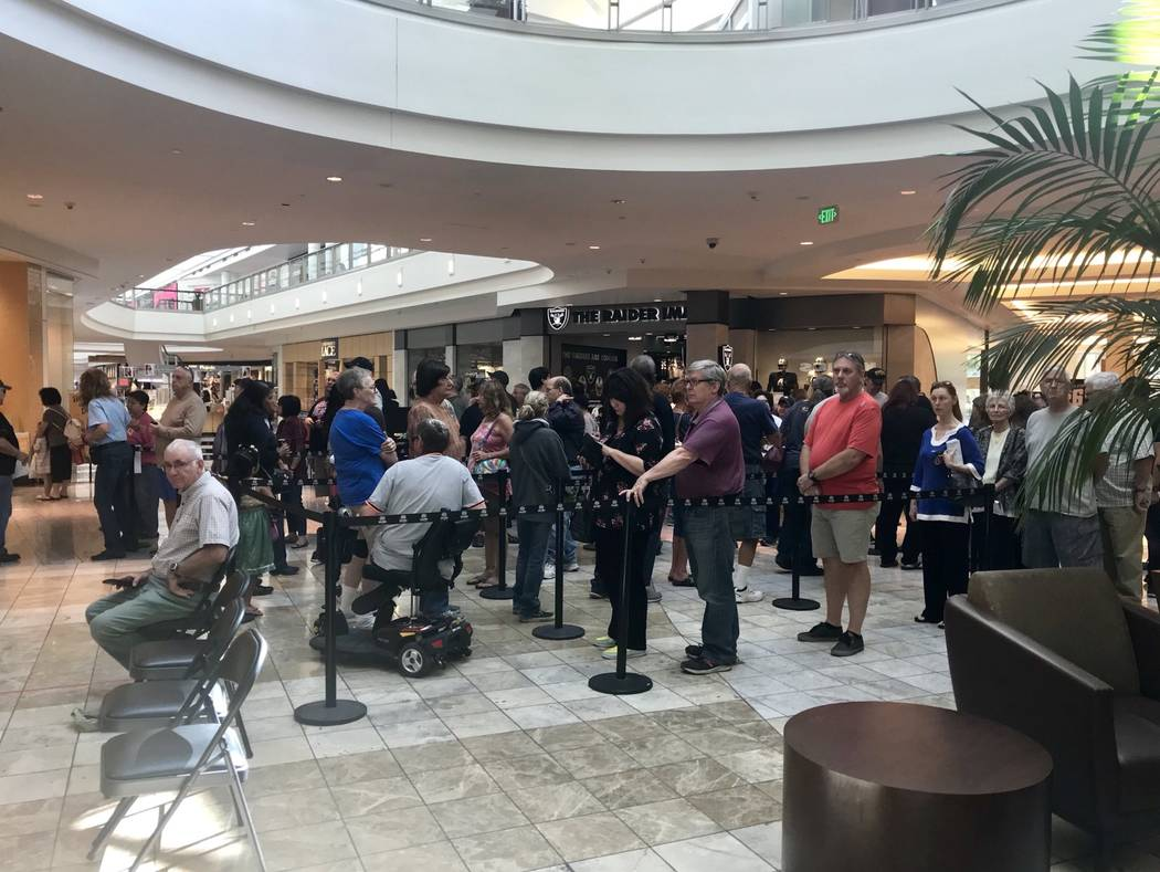 Early voting at the Galleria Mall in Henderson. Natalie Bruzda/ Las Vegas Review-Journal