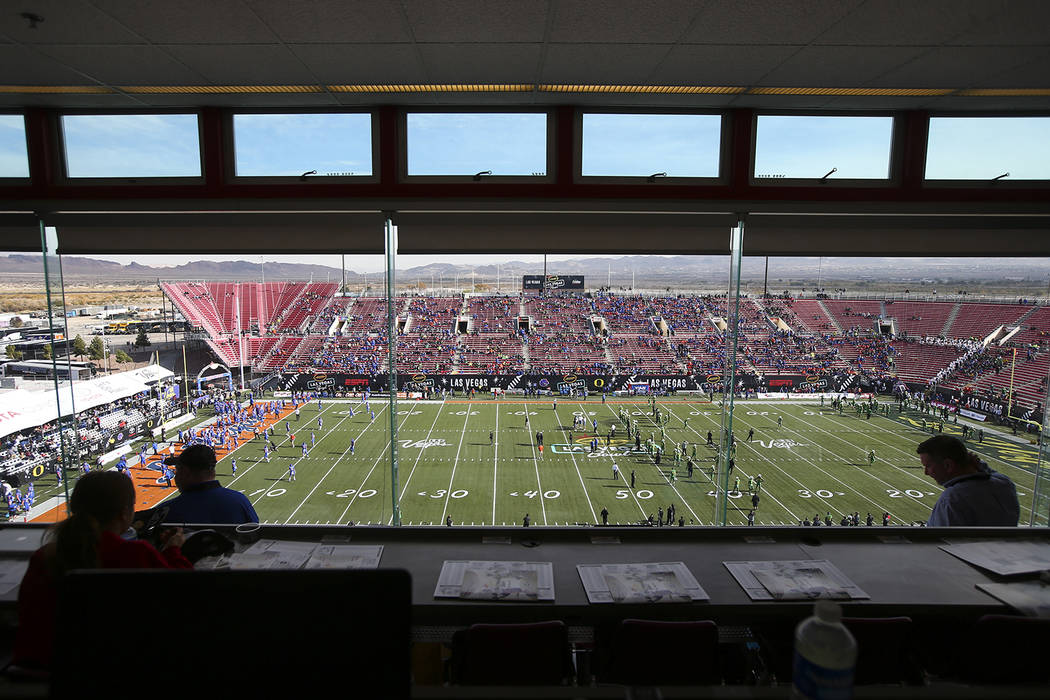 Fans begin to fill up Sam Boyd Stadium before Oregon takes on Boise State in the Las Vegas Bowl in Las Vegas on Saturday, Dec. 16, 2017. Chase Stevens Las Vegas Review-Journal @csstevensphoto