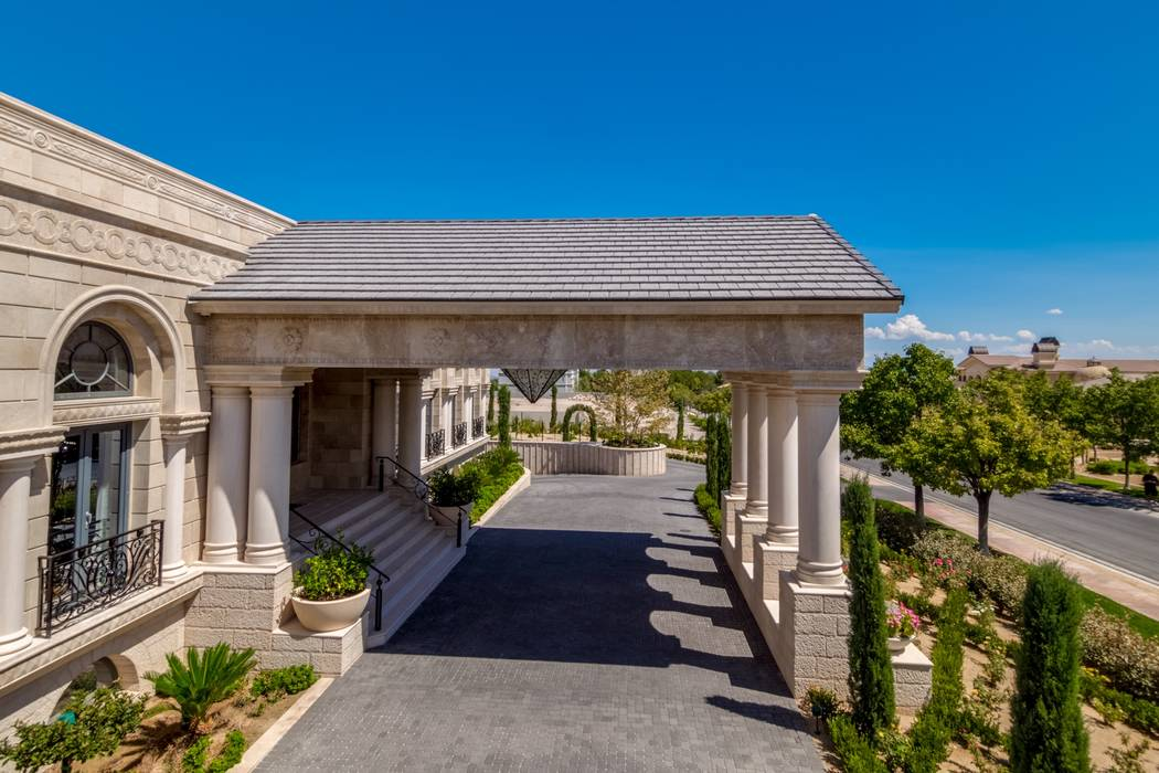 Boxer Floyd Mayweather bought the home at 9504 Kings Gate Court in Las Vegas, seen above, for $10 million. (Luxury Estates International)