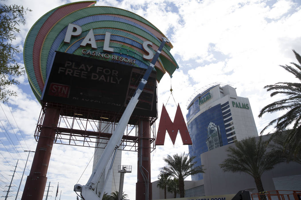 The Palms marquee sign on Flamingo Road in Las Vegas is removed, Tuesday, Feb. 13, 2018. The sign is getting replaced with a digital sign. Erik Verduzco Las Vegas Review-Journal @Erik_Verduzco
