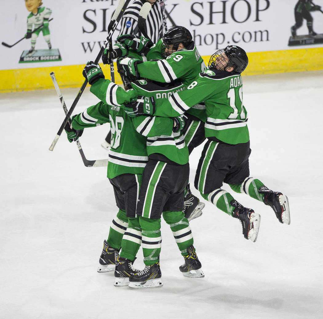 North Dakota clips rival Minnesota before rowdy hockey crowd