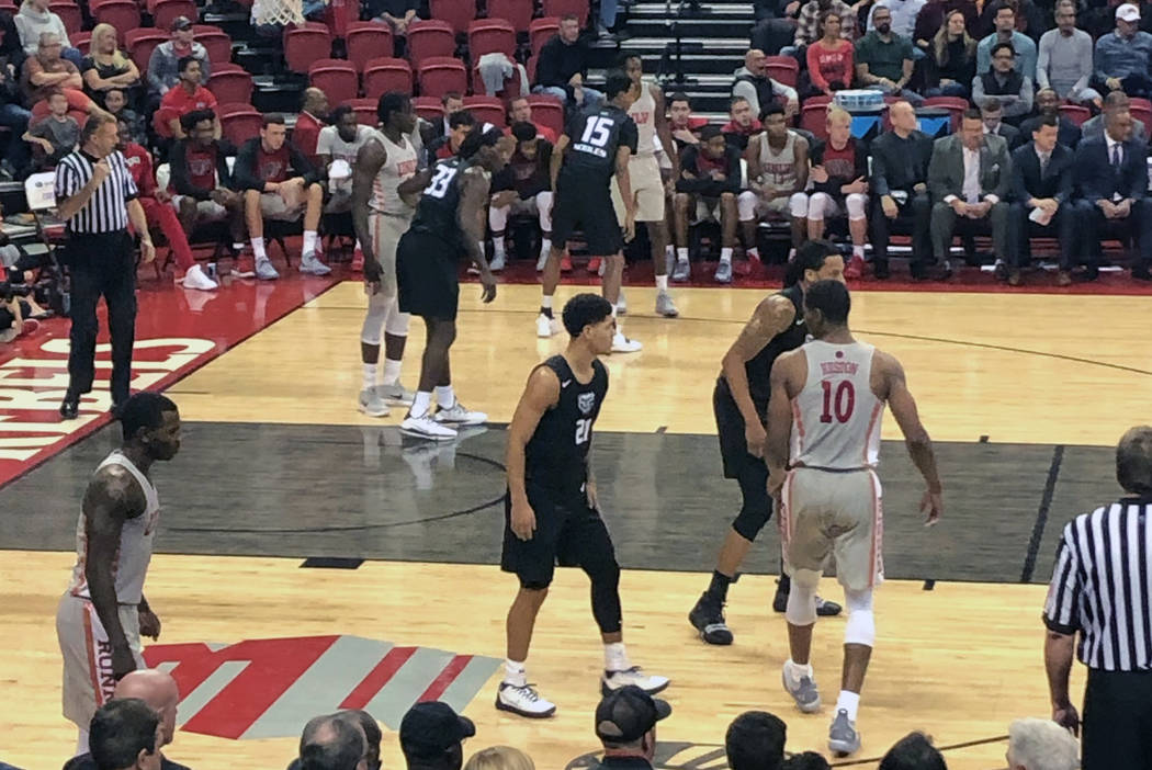 UNLV hosts Oakland at the Thomas & Mack Center in Las Vegas on Friday, Nov. 16, 2018. UNLV won, 74-61. (Lori Cox/Las Vegas Review-Journal)