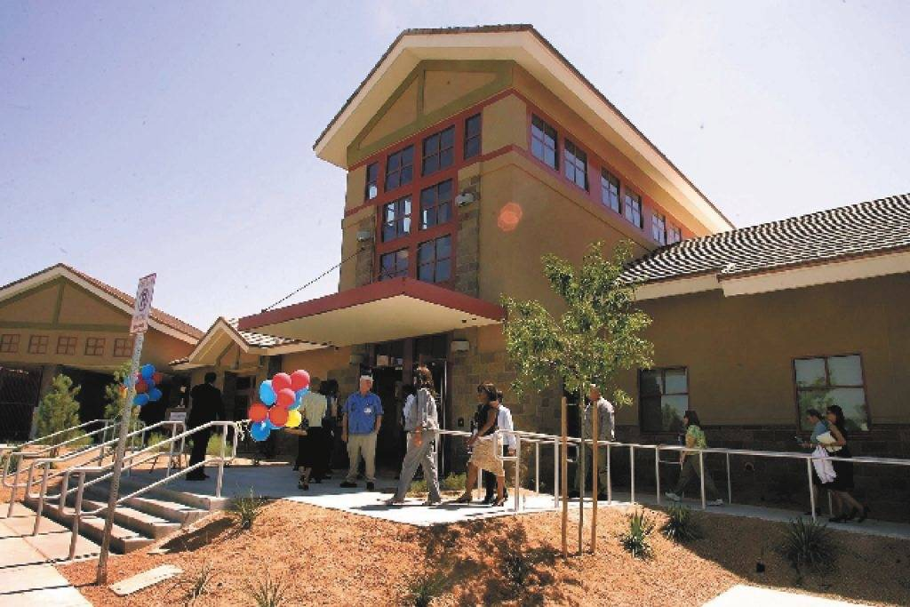 Visitors arrive to take a tour of the Rawson-Neal Psychiatric Hospital Monday, Aug. 28, 2006, during the grand opening of the facility. (Las Vegas Review-Journal)
