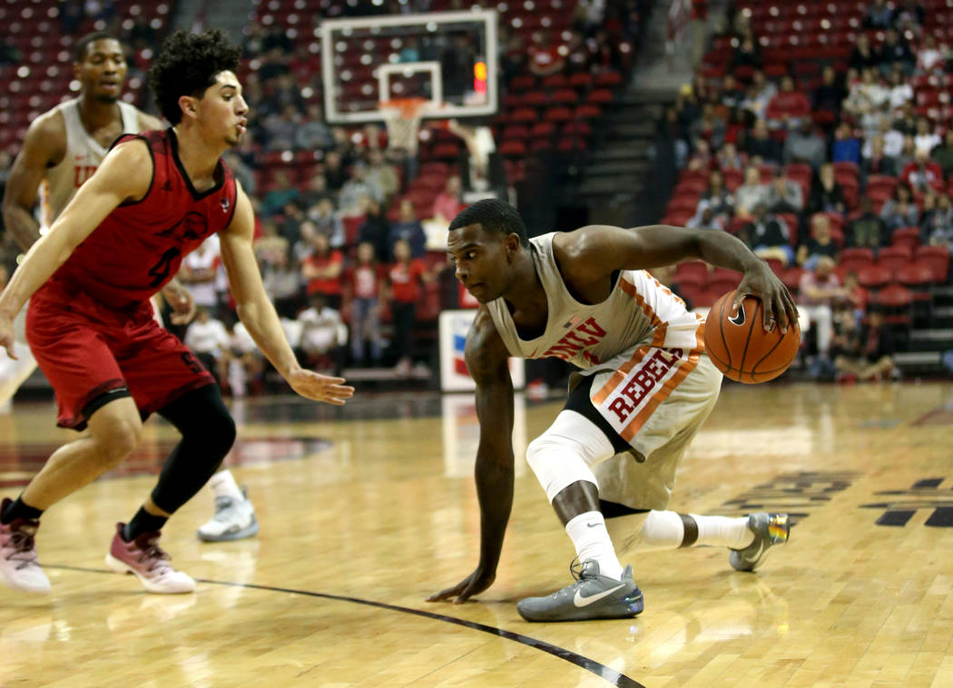 UNLV Rebels guard Amauri Hardy (3) moves the ball in front of Southern Utah Thunderbirds guard Dre Marin (4) in the first half of their NCAA basketball game at the Thomas & Mack Center in Las ...