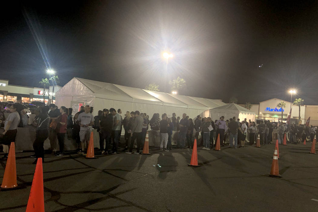 People wait in line during the final hours of early voting at the Silverado Ranch Plaza in Henderson on November 2, 2018. (Katelyn Newberg/Las Vegas Review-Journal)